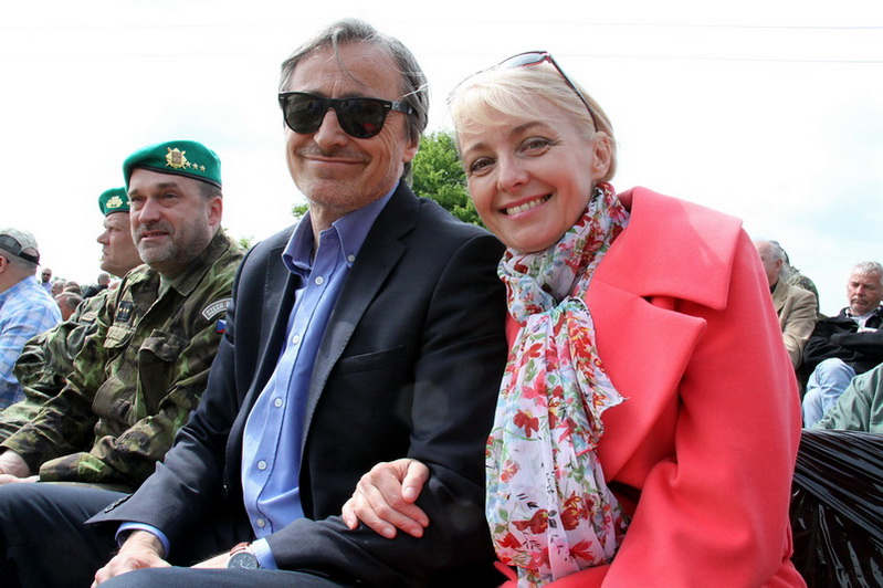 Ministr obrany s manželkou