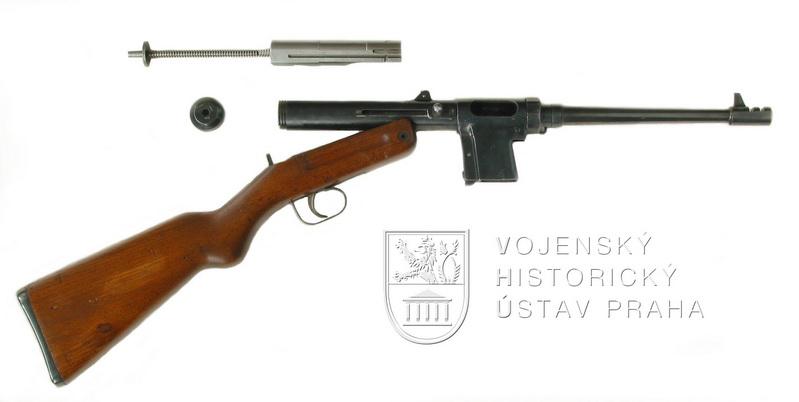 "Čs. pokusný samopal ""R"" (ČZ 146)"