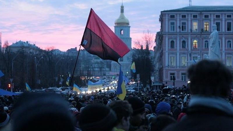 I dnes jsou na Ukrajině k vidění vlajky banderovců…