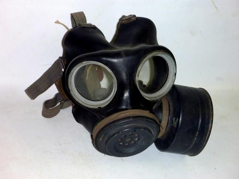 Britská vojenská ochranná maska Light Service Respirator Mk. II