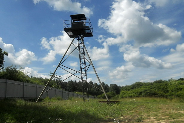 """V lešanském muzeu byla vztyčena strážní věž """"špačkárna"""""""