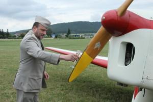 Ředitel VHÚ Aleš Knížek  křtí letoun Be-50