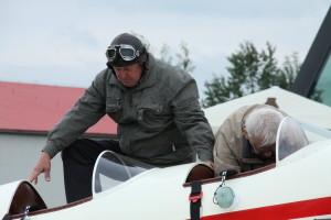 Nástup pilotů do letadla