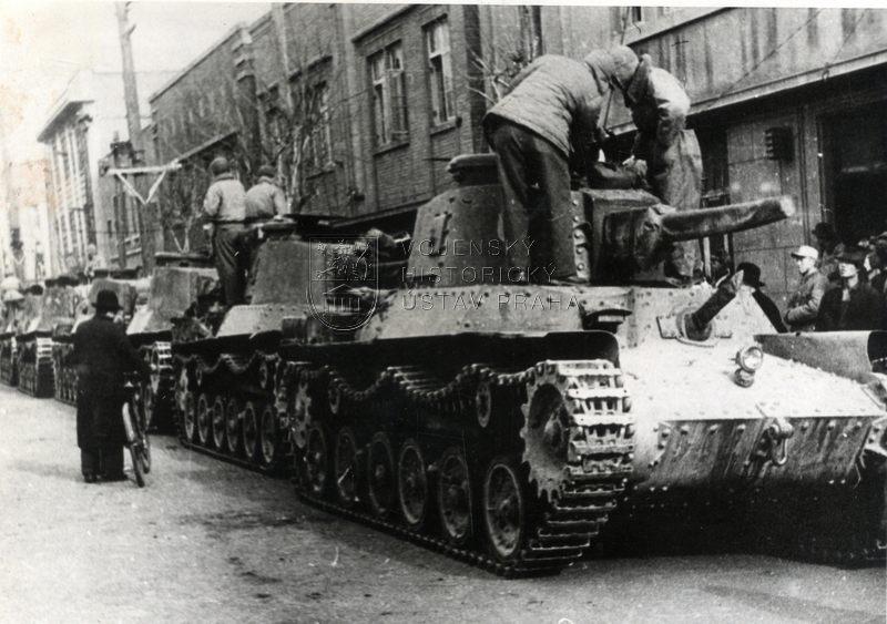 Japonské tanky Šinhótó Či-Ha převzaté čínskou armádou na přehlídce v Pekingu