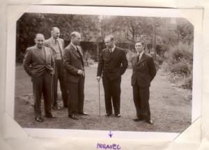 Českoslovenští zpravodajci ve Velké Británii v době II. světové války, zleva Václav Sláma, Vladimír Cigna, Josef Bartík, František Moravec a Emil Strankmüller. (ABS)