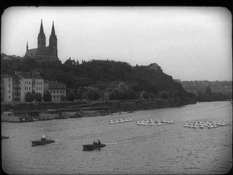"""""""Ženisté na spartakiádě"""" (Armádní zpravodaj č. 8/1955)"""