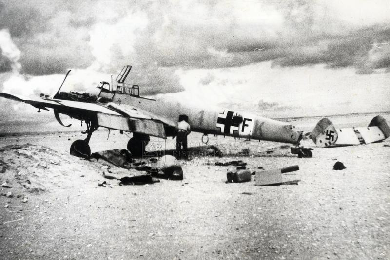 Zničený Bf 110 u El Alameinu, 1942