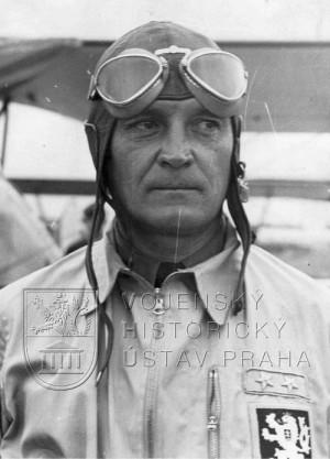 Alexander Hess po návratu ze závodů v Curychu 1937