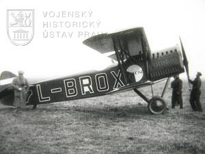 Z filmu Slavia L-BROX z roku 1926. Letoun Aero A-11