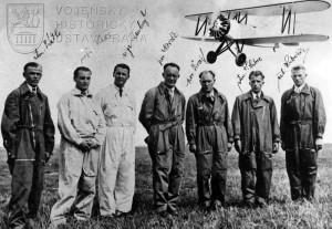 Čs. akrobatická elita vyslaná na leteckou soutěž u příležitosti berlínské olympiády v roce 1936