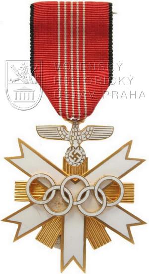 Deutsche Olympia-Ehrenzeichen 2. Klasse. Byl udělen více než 4000 osob z Německa i ze zahraničí, které se nejrůznějším způsobem zasloužily o organizační zajištění XI. LOH v Berlíně