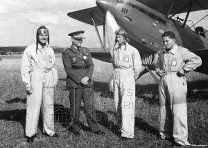 Curych 1937. trojicí stíhačů, kteří soutěžili na Aviích B-534. Zleva J. Šnobl, A. Hess, J. Hlaďo a F. Peřina.