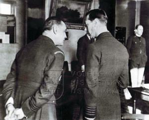 Duxford, 16. 1. 1941. V rozhovoru s králem Jiřím VI.