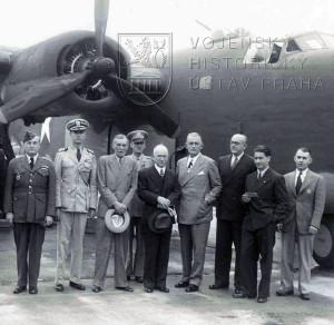 Chicago, květen 1943. Pplk. Hess jako čs. letecký atašé v USA doprovází E. Beneše při jeho návštěvě USA.