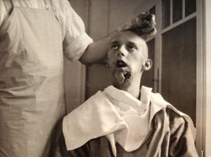 Bezpočet vojáků utrpělo na frontách závažná znetvořující zranění, která vyžadovala složité zásahy plastické rekonstrukční chirurgie. V tomto smyslu věda vykonala mnoho záslužného, když vojákům pomáhala vrátit se k alespoň trochu normálnímu životu.