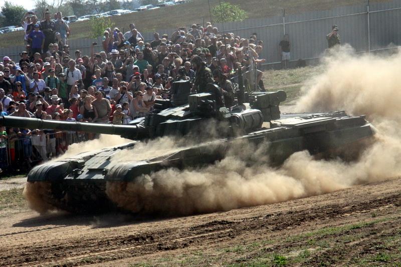 Horký Tankový den nejen se zbraněmi z chladného Švédska