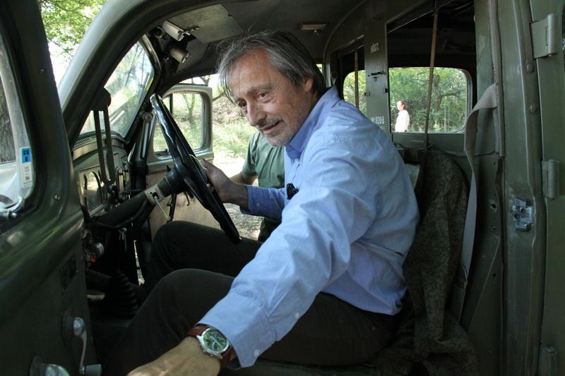 Ministr obrany v automobilu Volvo
