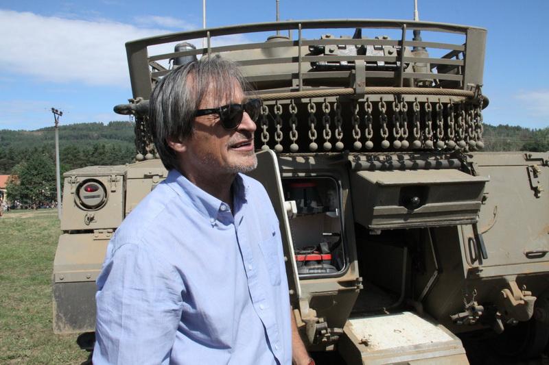 Ministr obrany Martin Stropnický u tanku Merkava