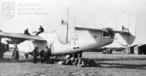 Manston, srpen 1945. Nakládání zavazadel do Liberatoru GR.Mk.VI od 311. peruti.
