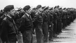 Praha-Ruzyně, 15. 8. 1945. Nastoupené jednotky. Zde osádky 311. peruti.
