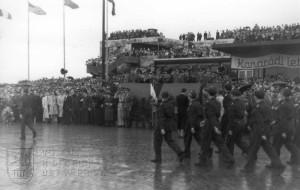 Praha-Ruzyně, 15. 8. 1945. Oficiální přivítání div.gen. L. Svobodou. Slavnostní pochod.