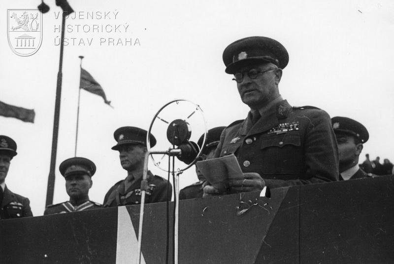 Praha-Ruzyně, 15. 8. 1945. Projev nového ministra národní obrany gen. L. Svobody.