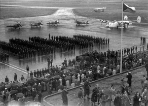 Praha-Ruzyně, 15. 8. 1945. Slavnostní nástup čs. letců z Velké Británie.