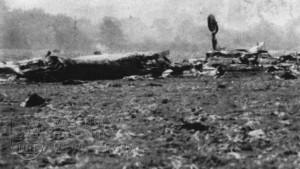 Vrak Liberatoru GR.Mk.VI ppor. J. Kudláčka po tragické katastrofě v Blackbushi 5. 10. 1945.