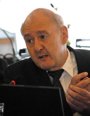 Přednášející: Gerhard Artl