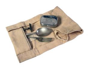 Příbor a hygienické potřeby v plátěném pouzdru