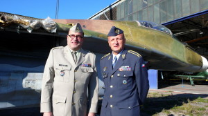Ředitel VHÚ plukovník Aleš Knížek a velitel Vzdušných sil AČR, brigádní generál Libor Štefánik