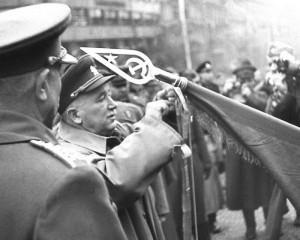 Prezident Edvard Beneš při oficiálním rozloučení s Rudou armádou 15. listopadu 1945