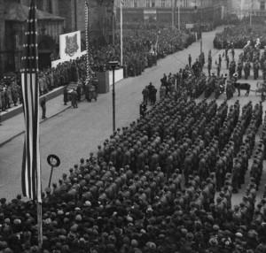 Americká armáda při svém odchodu z Československa uspořádala v Plzni 20. listopadu 1945 slavnostní vojenskou přehlídku