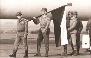 Návrat do vlasti – v čele kráčí velitel jednotky plk. ing. Jan Való…