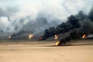 Hořící kuvajtská ropná pole, zapálená ustupujícími iráckými vojáky, byla pro mnoho spojeneckých vojáků zdrojem pozdějších zdravotních problémů…
