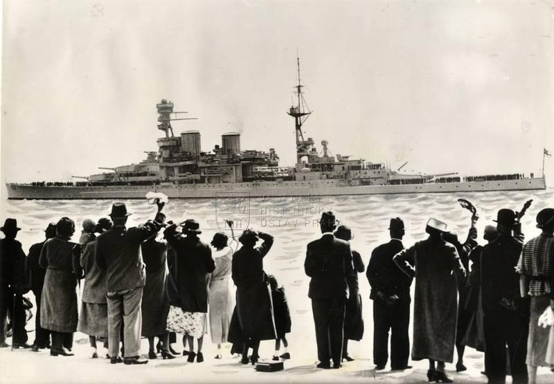Britský bitevní křižník Repulse po tři a půl roku trvající modernizaci