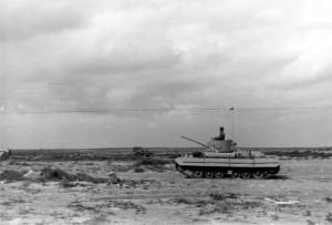 Jeden ze dvou československých tanků Valentine na jaře 1943 v Tobrúku. Foto sbírka VHÚ.