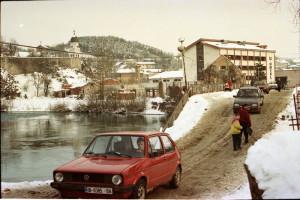 Provizorně opravený most přes řeku Unu v Bosanské Krupě.