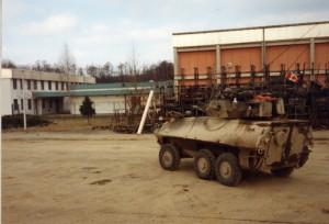 Kanadský obrněný transportér Cougar na české základně v Brezičanech (3. mechanizovaná rota).