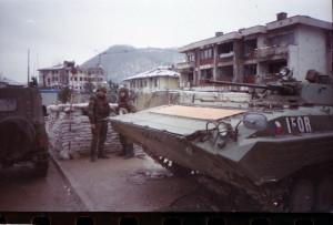 Stanoviště českých vojáků u mostu přes řeku Unu v obci Otoka, která se nacházela v muslimské části zóny separace.
