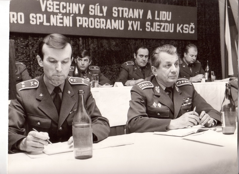 Ministr Václavík na jedné z mnoha schůzí. FOTO: VHÚ