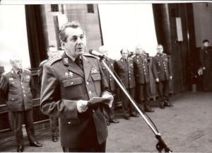 Ministr národní obrany Václavík na jedné z akcí v sále MNO Na valech, kde 23. listopadu 1989 také proběhla známá porada vedoucích funkcionářů armády. FOTO: VHÚ