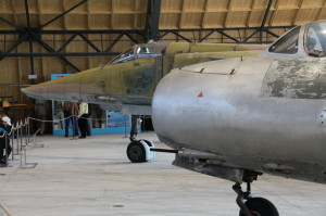 MiG-15 a v za ním MiG-23