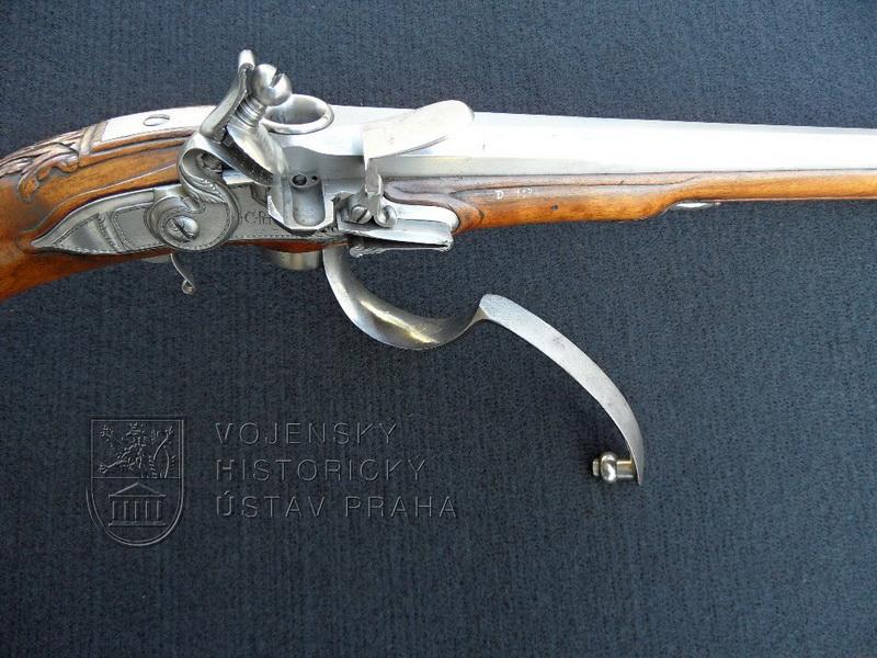 Pistole s křesadlovým zámkem – zadovka s otočným závěrem, J. Ch. Peter, Karlovy Vary, kolem 1710