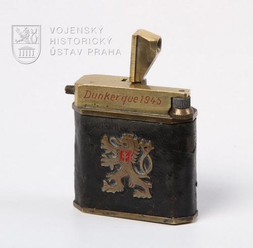 Zapalovač s věnováním F. Gelovi