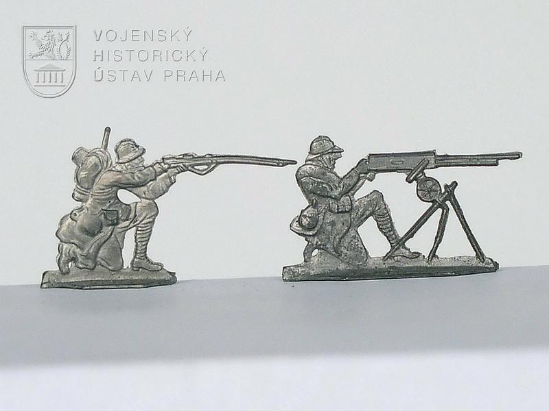 Francouzský pěšák a kulometčík, 1916