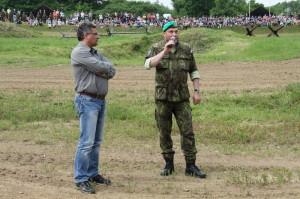 Zahájení: vlevo náměstek ministra obrany ing. Tomáš Kuchta, vpravo ředitel VHÚ plk. Aleš Knížek
