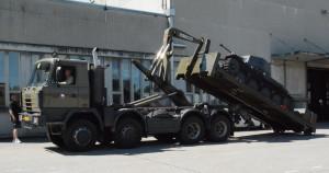 Nakládání tanku LTH ve Švýcarsku