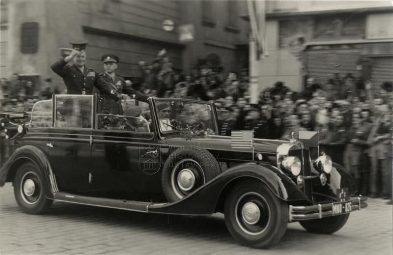 Generál Eisenhower na návštěvě v Praze v říjnu 1945