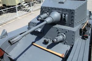 Příjezd a vykládání tanku LTH  ve Vojenském technickém muzeu Lešany